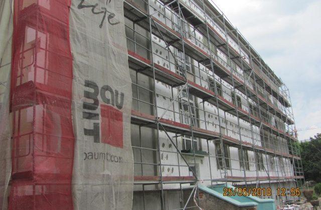 Zdjęcie przestawiające ścianę budynku z elewacją